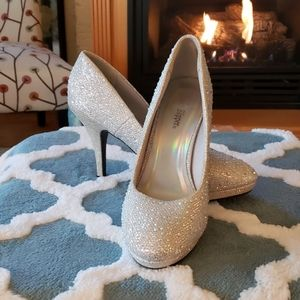 Silver rhinestone bling holiday shoes size 8